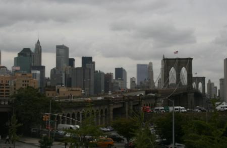 Ponte di Brooklyn e Manhattan sullo sfondo