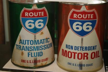 Alcuni dei tanti cimeli con il marchio Route 66