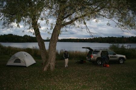 La nostra sistemazione, davanti al lago