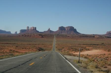 la strada che entra nella valle